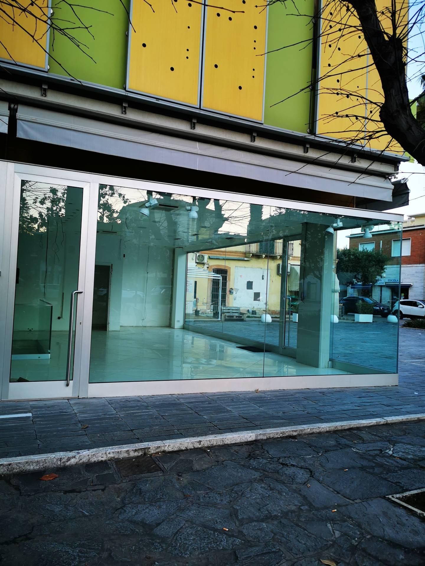 Negozio / Locale in affitto a Giulianova, 9999 locali, prezzo € 380.000 | CambioCasa.it