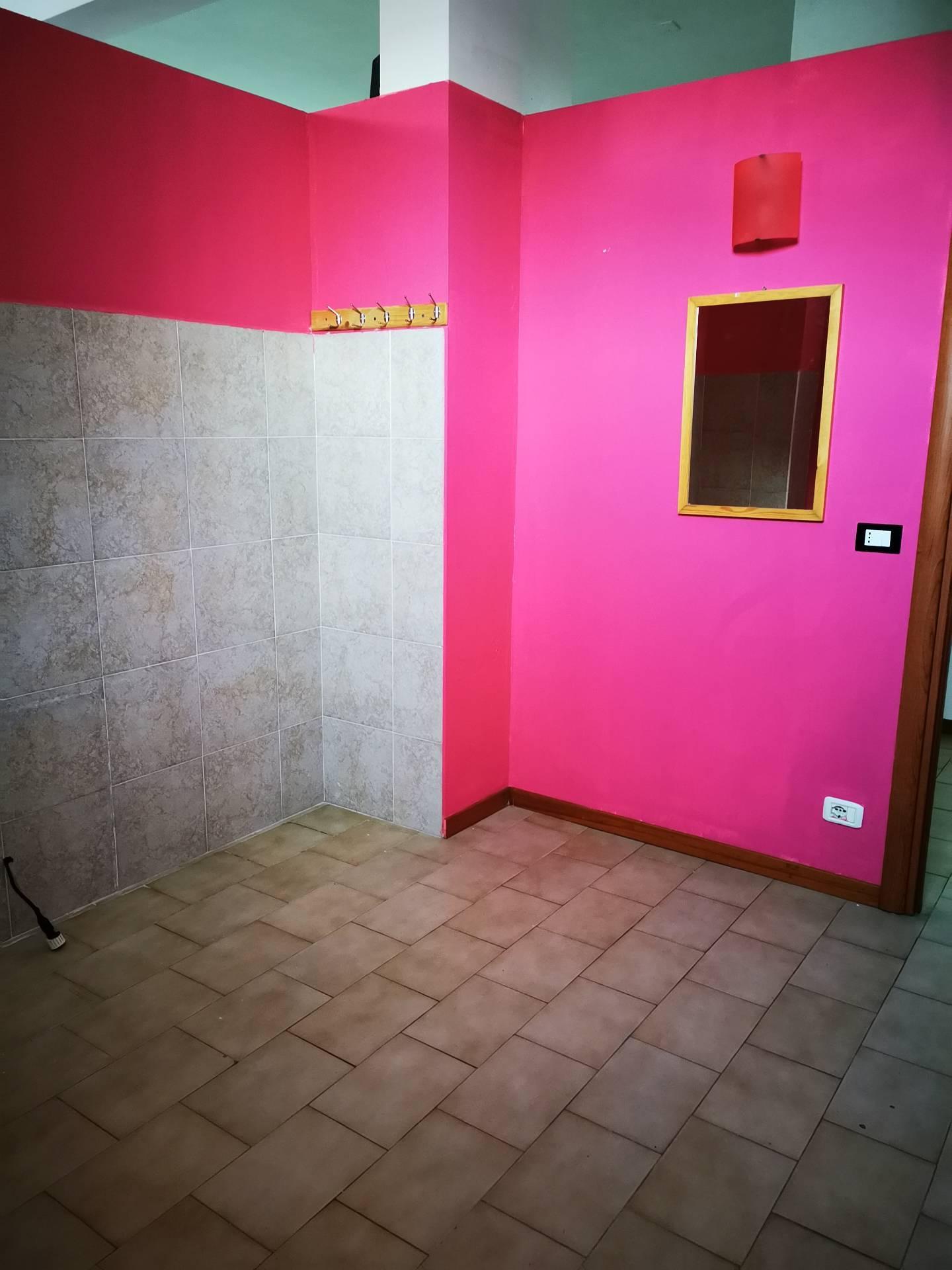 Negozio / Locale in affitto a Giulianova, 9999 locali, prezzo € 230.000 | CambioCasa.it