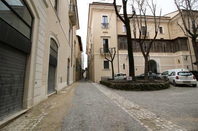 Locale commerciale in Affitto a L'Aquila