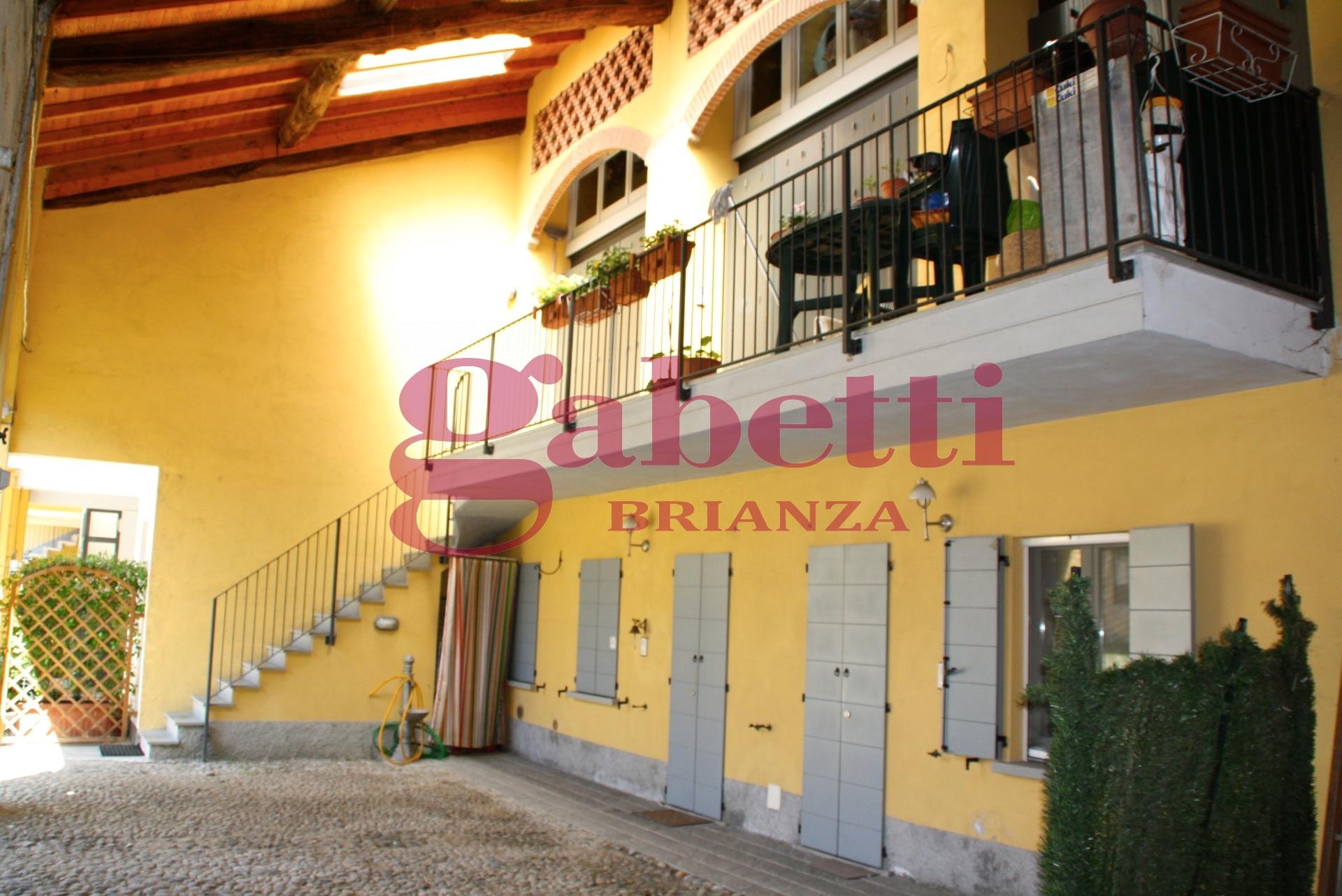 Bilocale Arcore Piazza Durini 3