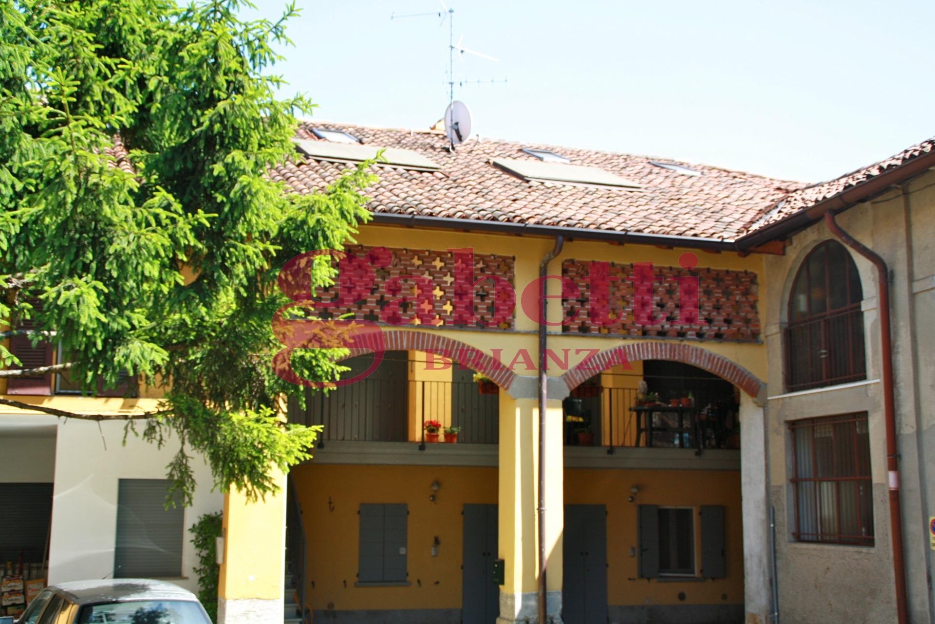 Bilocale Arcore Piazza Durini 4