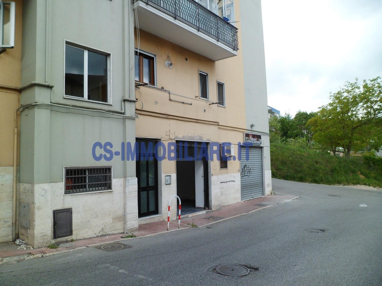 Negozio / Locale in vendita a Potenza, 9999 locali, zona Località: ViaMessina, prezzo € 75.000 | Cambio Casa.it