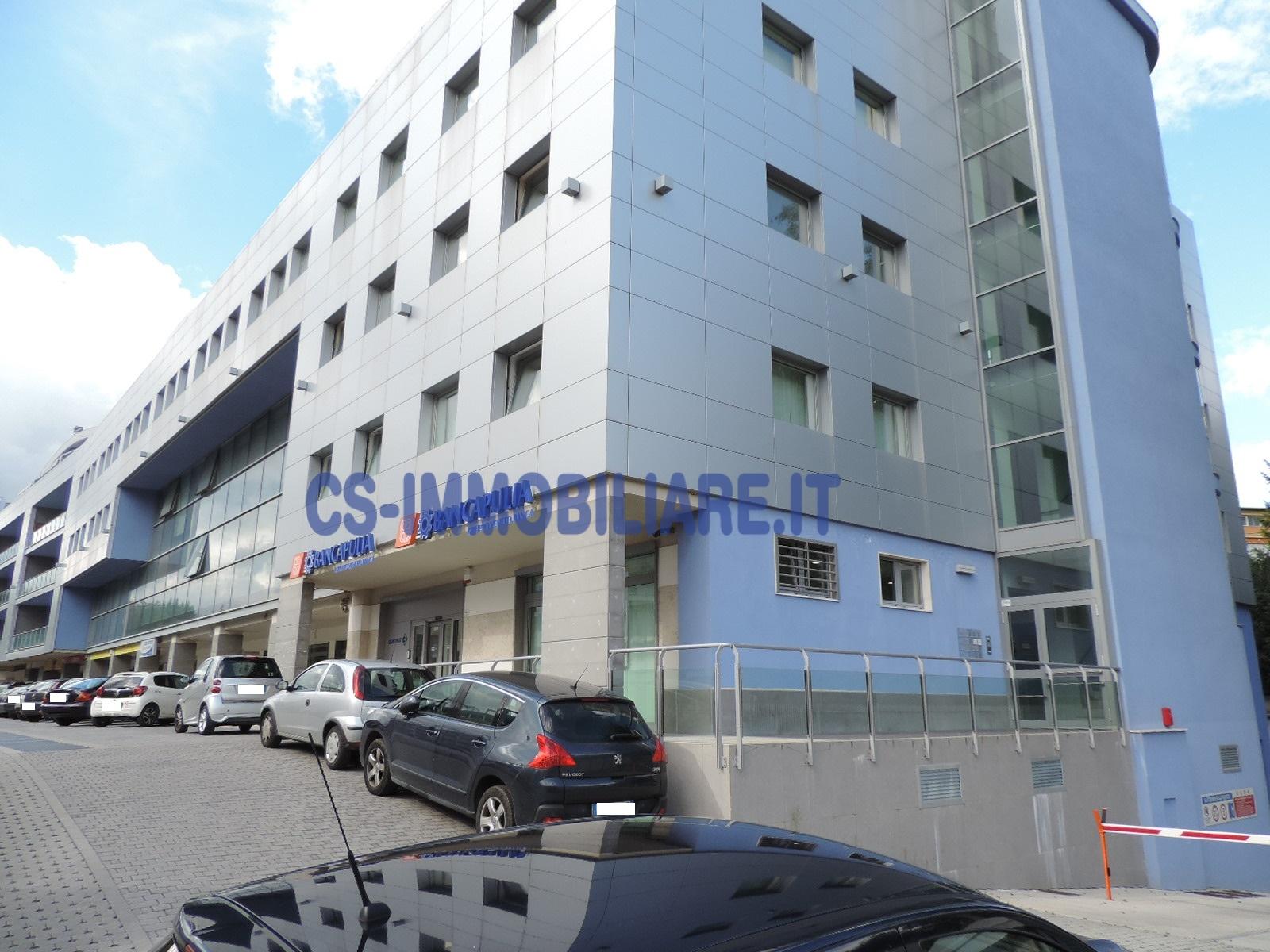 Ufficio diviso in ambienti/locali in affitto - 58 mq