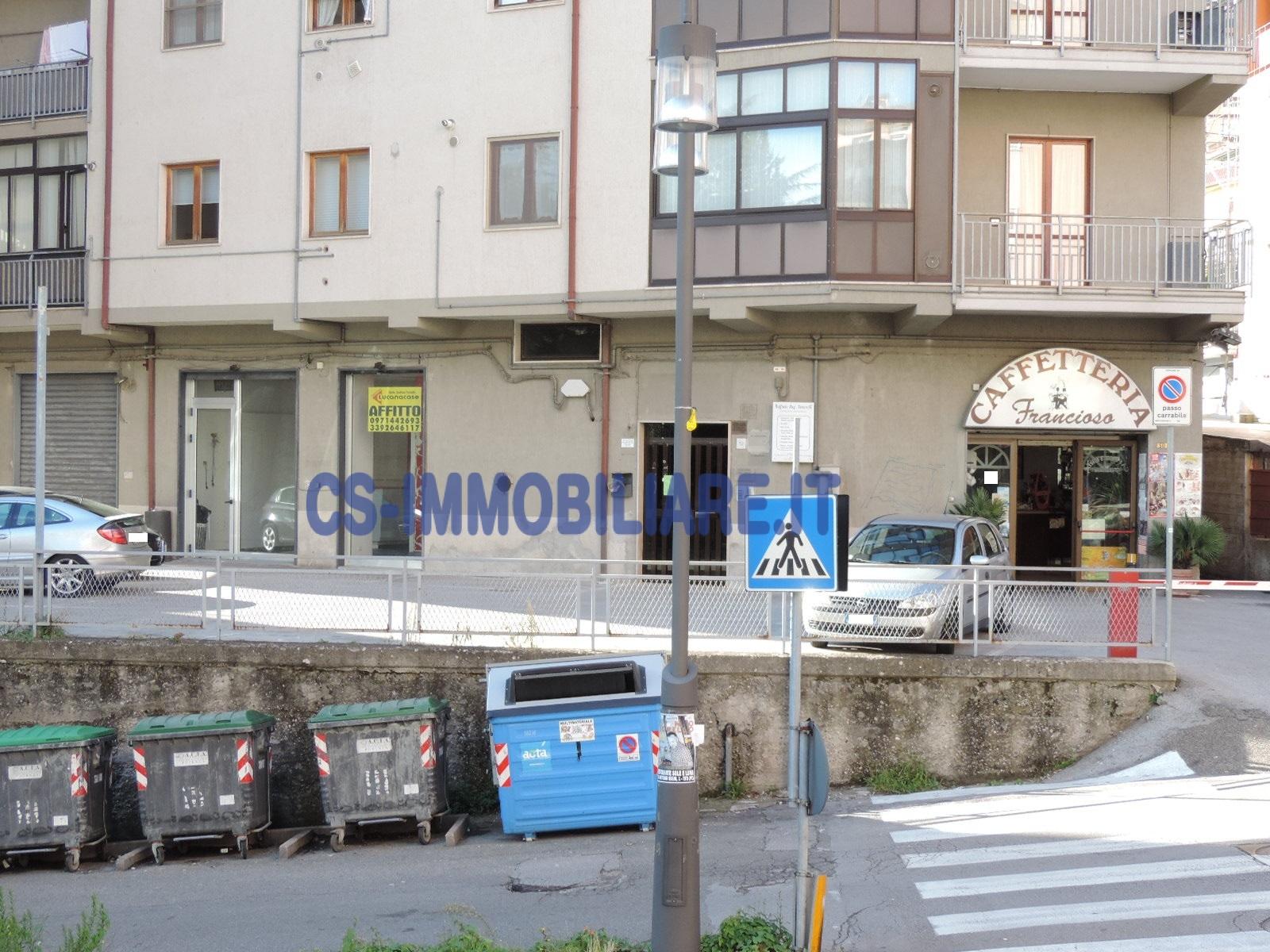 Negozio / Locale in affitto a Potenza, 9999 locali, zona Zona: Francioso, prezzo € 900 | CambioCasa.it