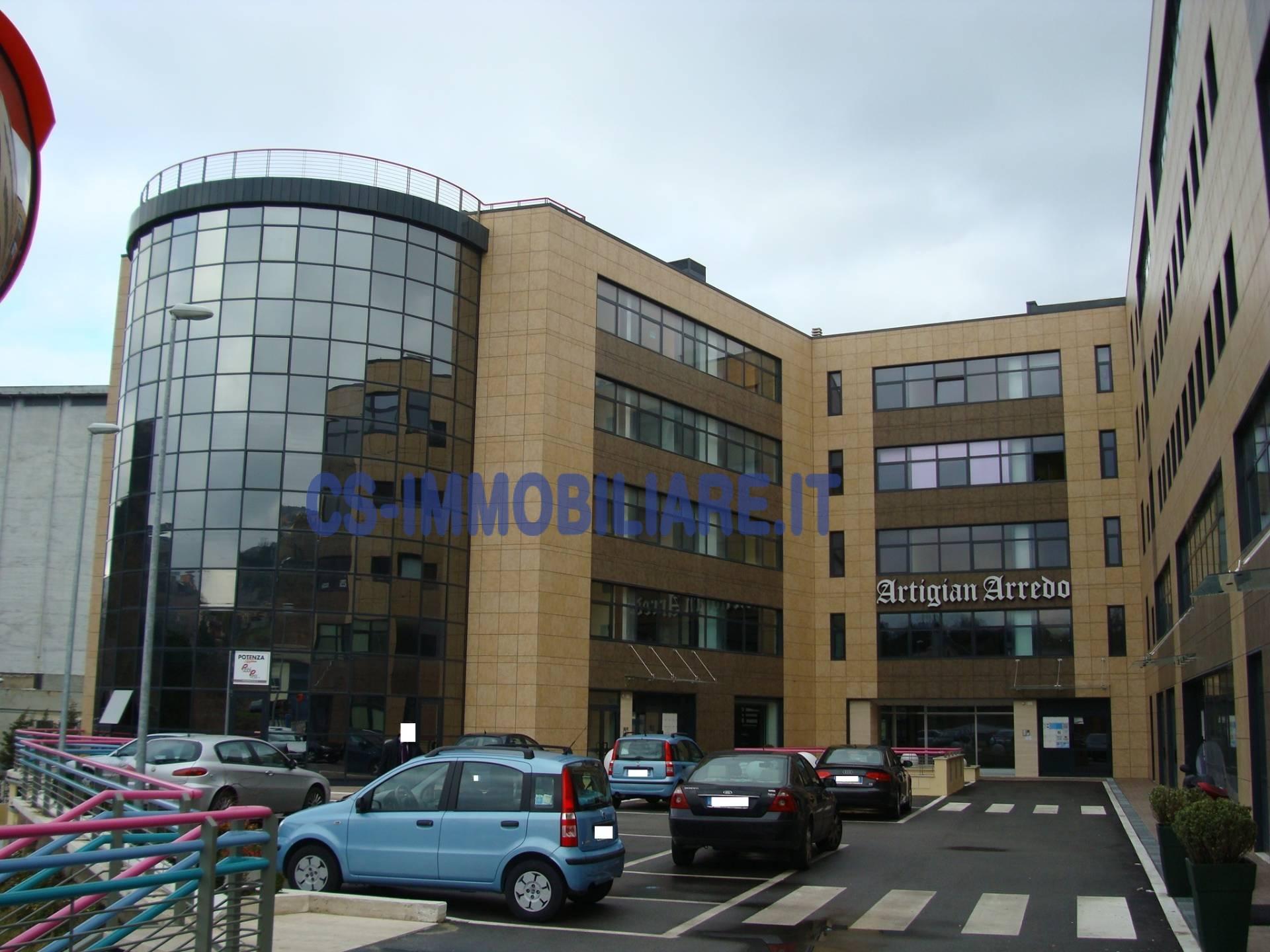 Ufficio diviso in ambienti/locali in affitto - 104 mq