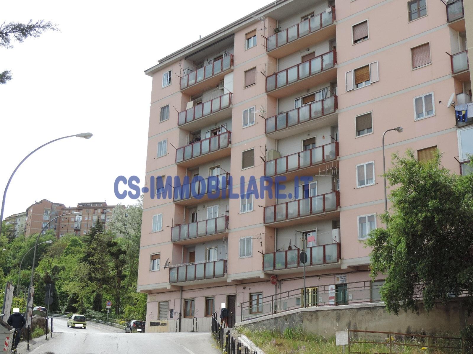Appartamento in vendita a Potenza, 5 locali, zona Località: RioneLucania, prezzo € 140.000 | Cambio Casa.it
