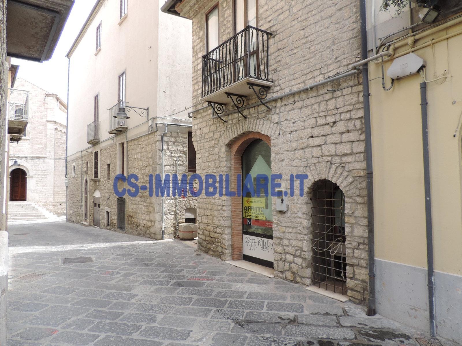 Negozio / Locale in affitto a Potenza, 9999 locali, zona Località: Centrostorico, prezzo € 300 | CambioCasa.it