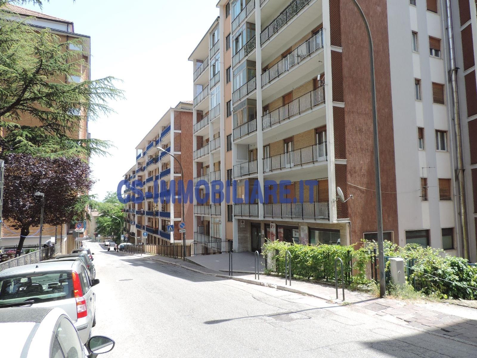 Appartamento in affitto a Potenza, 5 locali, zona Zona: Semicentro, prezzo € 400 | CambioCasa.it