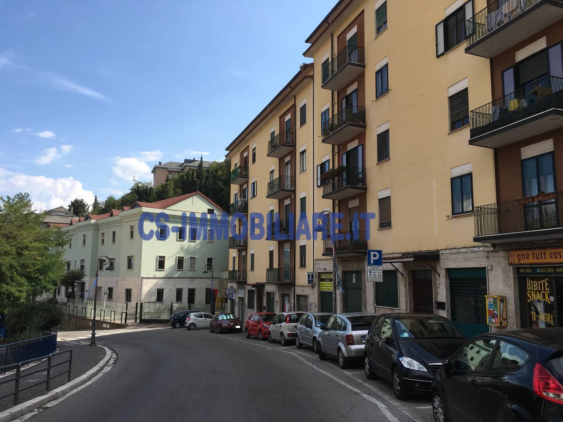 Negozio / Locale in affitto a Potenza, 9999 locali, zona Località: ViaVaccaro, prezzo € 500 | CambioCasa.it