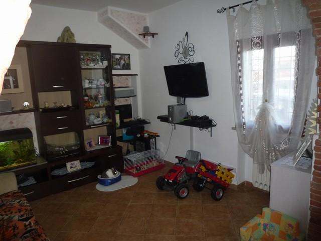 Appartamento in vendita a Cascina, 4 locali, zona Zona: Latignano, prezzo € 133.000 | Cambio Casa.it