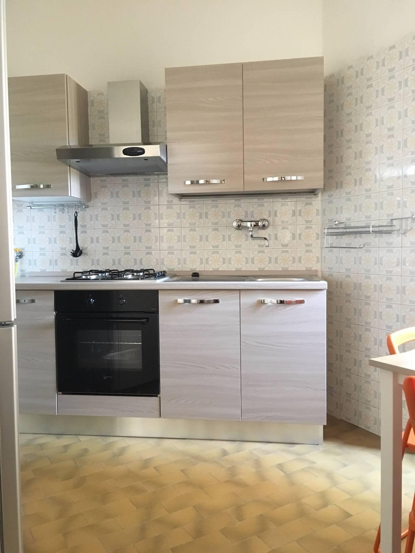 Appartamento in affitto a Pisa, 5 locali, zona Località: Pratale, prezzo € 800 | Cambio Casa.it