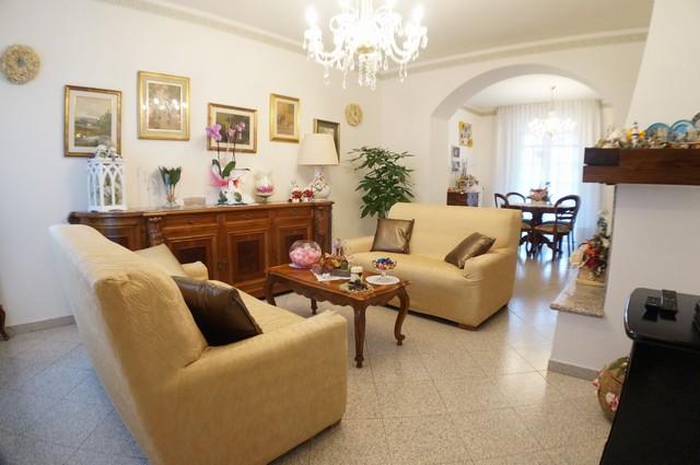 Soluzione Indipendente in vendita a Pontedera, 8 locali, zona Località: Pardossi, prezzo € 290.000 | Cambio Casa.it