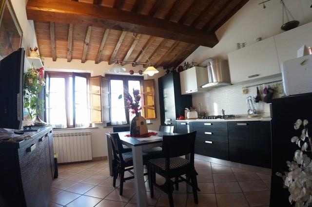 Appartamento in vendita a Cascina, 5 locali, zona Zona: Titignano, prezzo € 230.000 | Cambio Casa.it