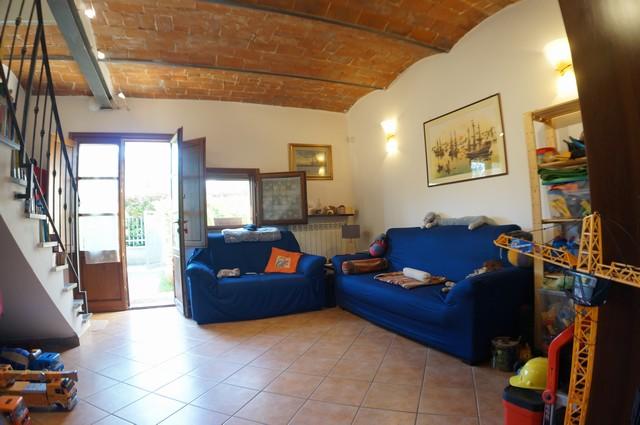Soluzione Indipendente in vendita a Cascina, 4 locali, zona Località: Cascina, prezzo € 159.000   Cambio Casa.it