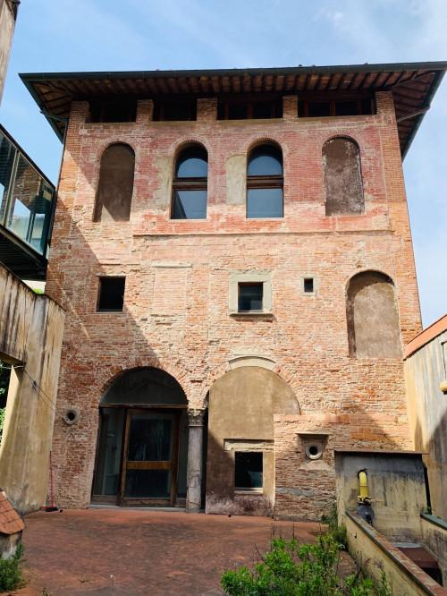 Palazzo/Stabile/Intero Fabbricato in Vendita a Pisa
