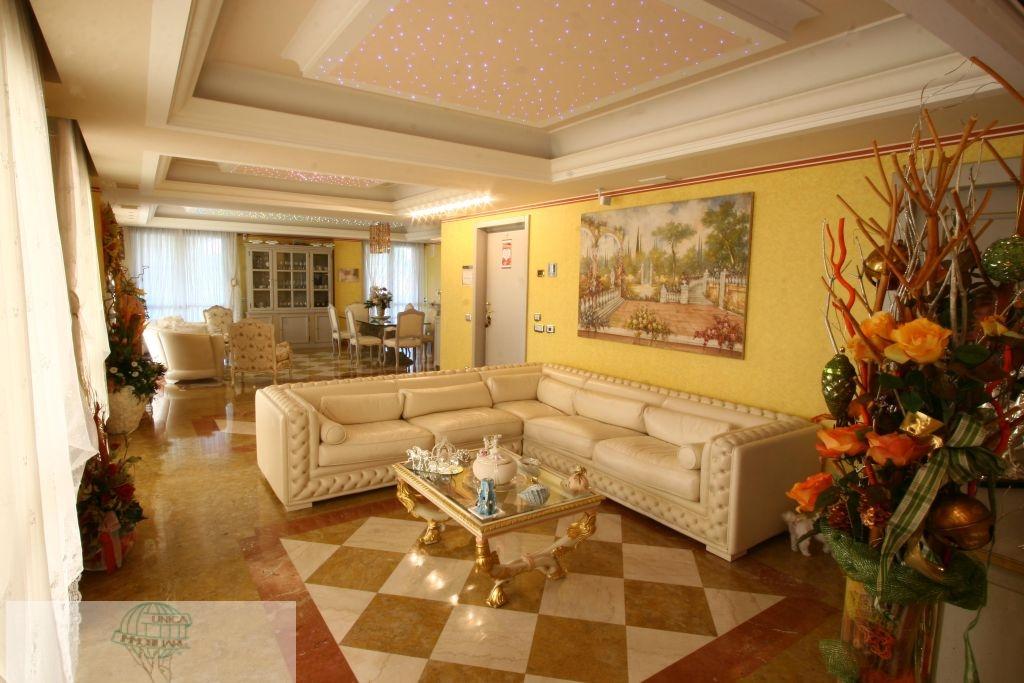 Appartamento in vendita a Santo Stefano Ticino, 7 locali, prezzo € 1.070.000 | Cambio Casa.it