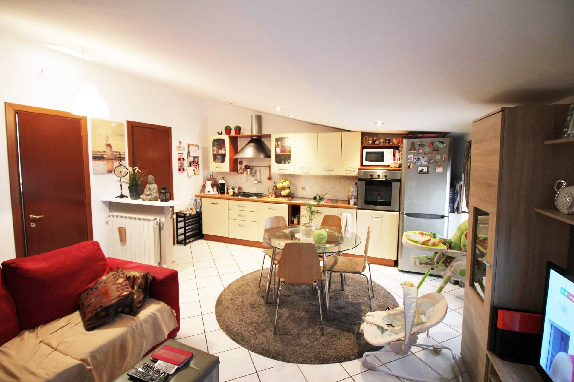 vendita appartamento cascina cascina  105000 euro  3 locali  60 mq
