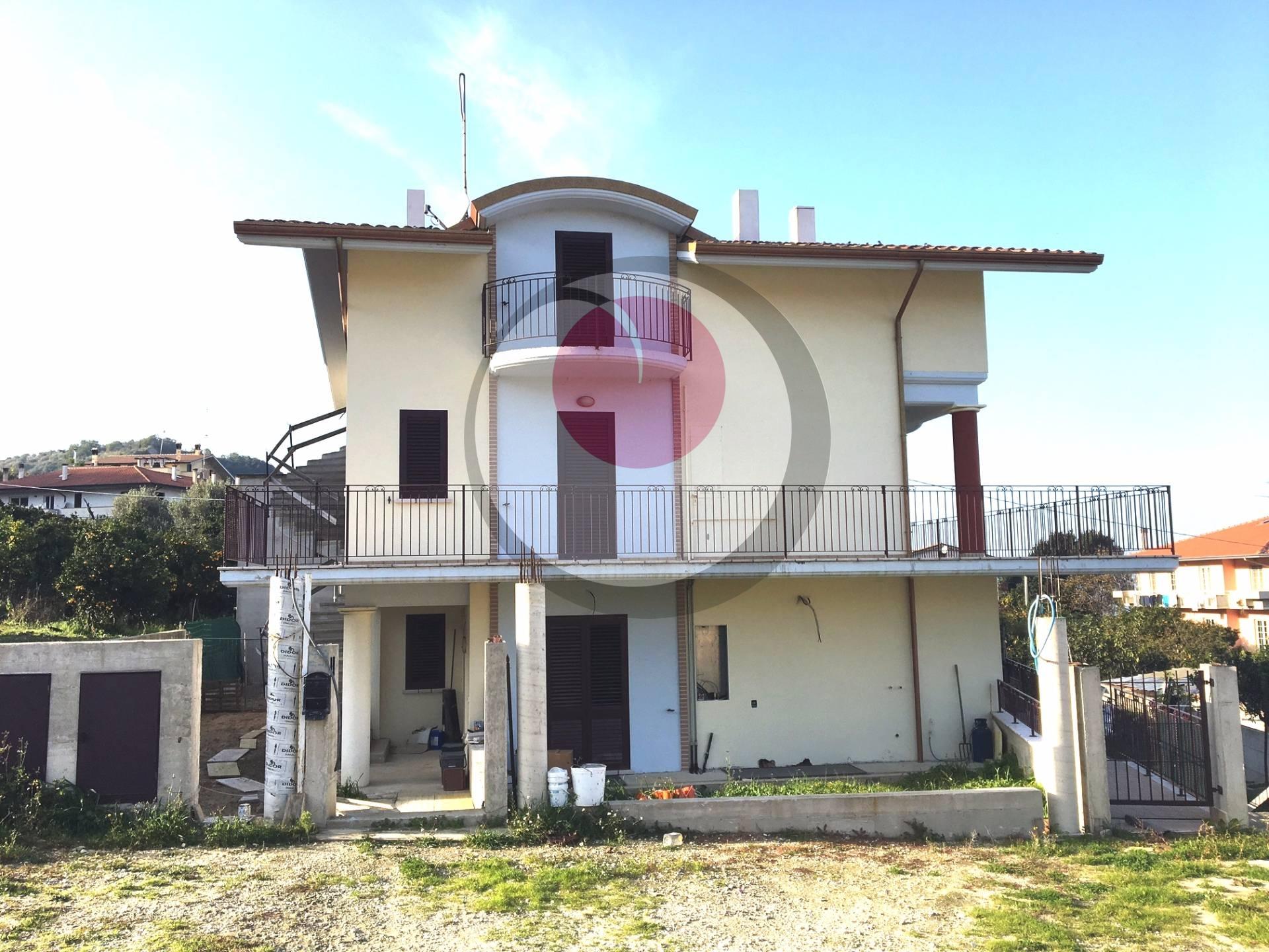 Appartamento in vendita a Rocca San Giovanni, 5 locali, prezzo € 130.000 | Cambio Casa.it