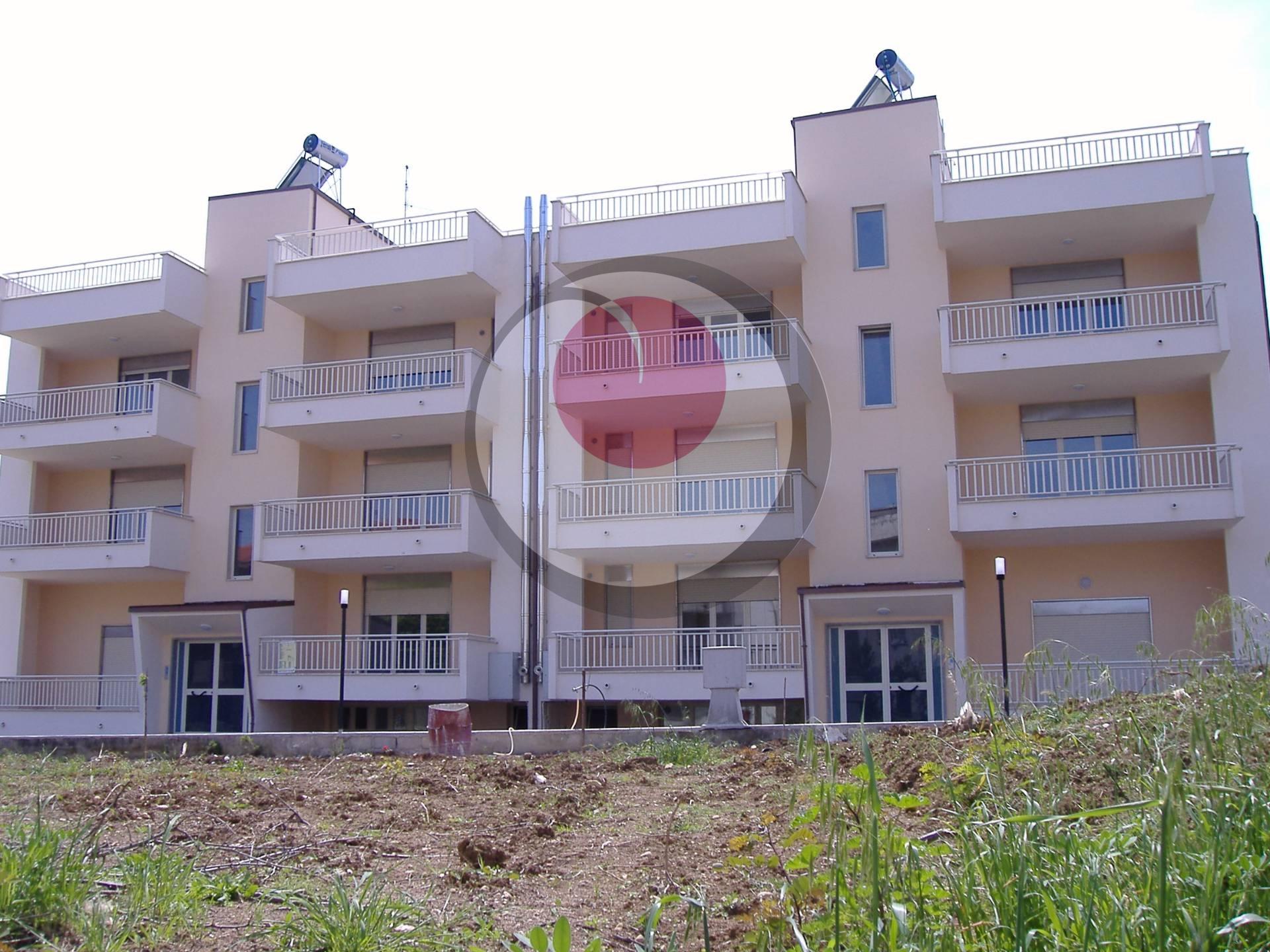 Appartamento in vendita a Fossacesia, 5 locali, prezzo € 115.000 | Cambio Casa.it