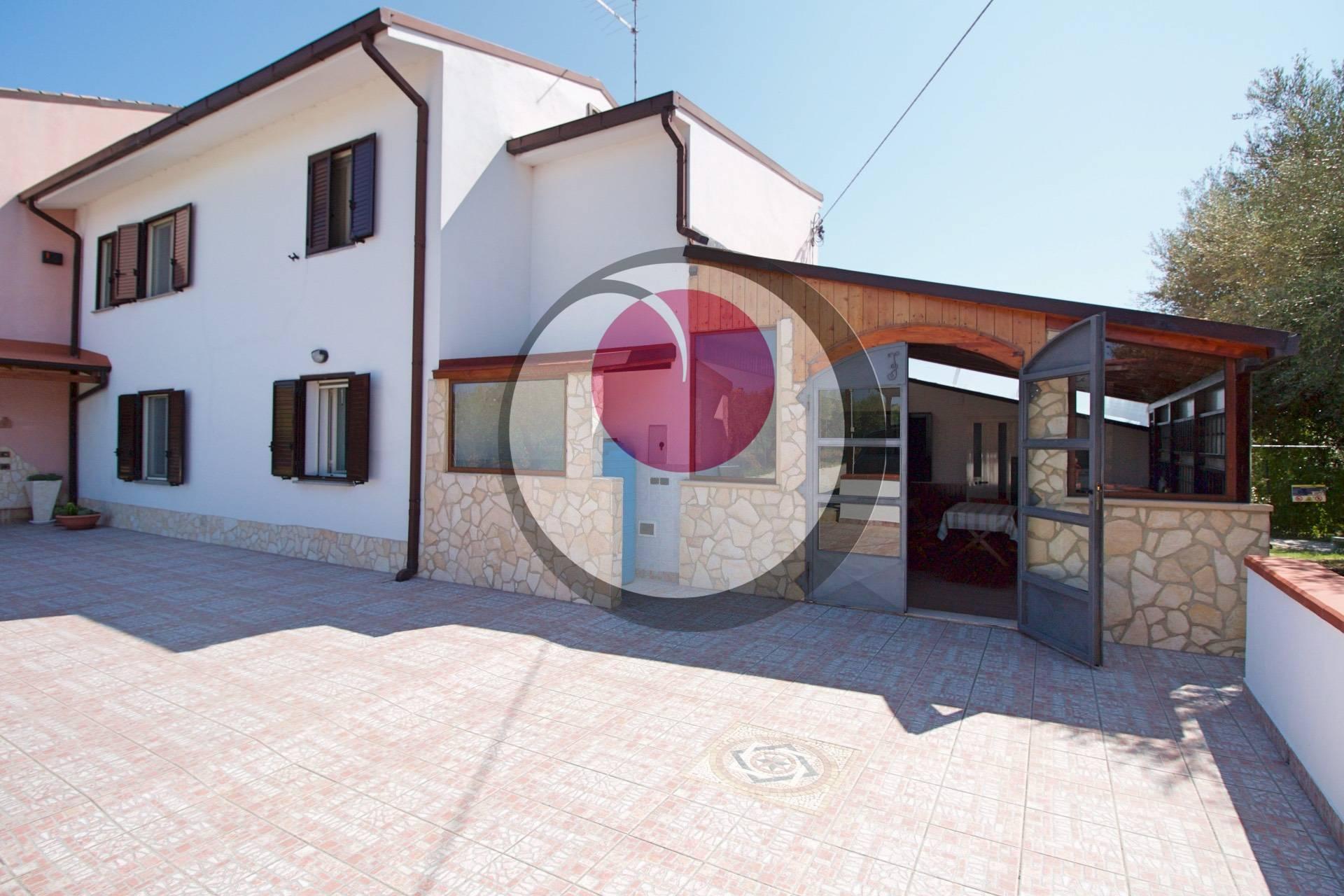 Soluzione Semindipendente in vendita a Rocca San Giovanni, 9 locali, prezzo € 180.000 | CambioCasa.it