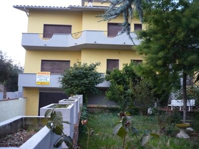 Soluzione Indipendente in vendita a Corropoli, 10 locali, zona Località: ViaRavigliano, prezzo € 350.000 | Cambio Casa.it