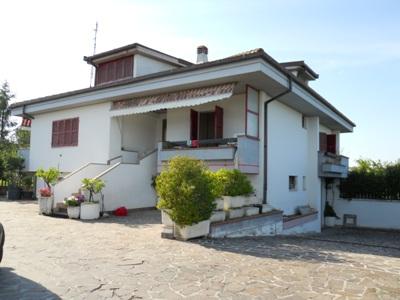 Soluzione Indipendente in vendita a Sant'Egidio alla Vibrata, 7 locali, zona Zona: Paolantonio, prezzo € 425.000 | CambioCasa.it