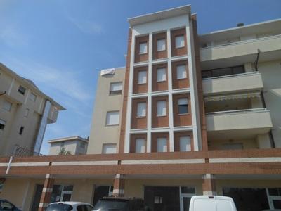 Appartamento in vendita a Nereto, 3 locali, zona Località: VialeEuropa, prezzo € 130.000   PortaleAgenzieImmobiliari.it