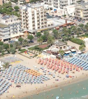 Albergo in vendita a Alba Adriatica, 9999 locali, Trattative riservate | CambioCasa.it