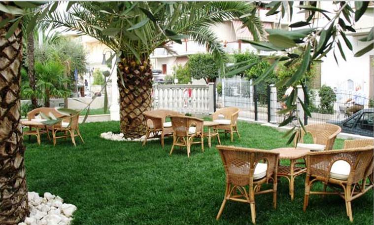 Albergo in vendita a Alba Adriatica, 40 locali, Trattative riservate | CambioCasa.it