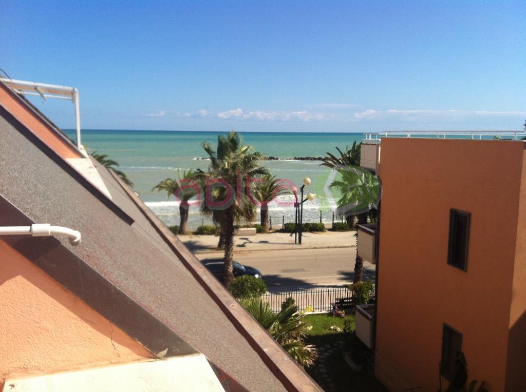 Appartamento in vendita a Martinsicuro, 3 locali, zona Località: ZonaMare, prezzo € 58.000 | CambioCasa.it