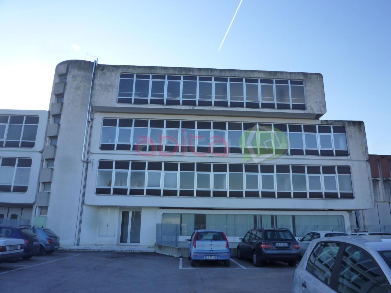 Ufficio / Studio in affitto a Ascoli Piceno, 9999 locali, zona Zona: Campolungo, prezzo € 700 | CambioCasa.it