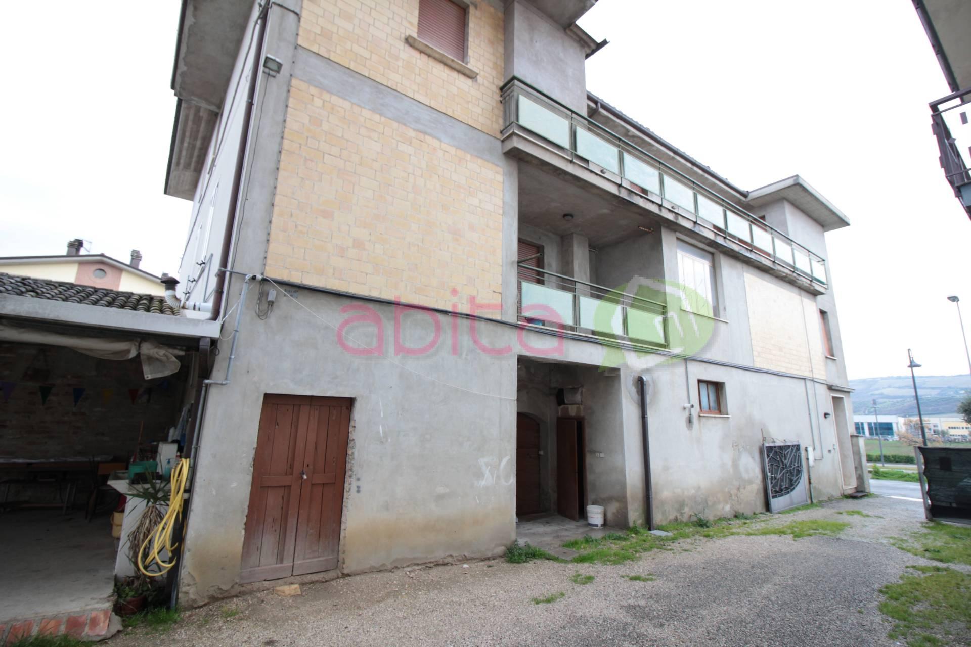 Soluzione Indipendente in vendita a Spinetoli, 12 locali, zona Località: PagliaredelTronto, prezzo € 150.000   CambioCasa.it
