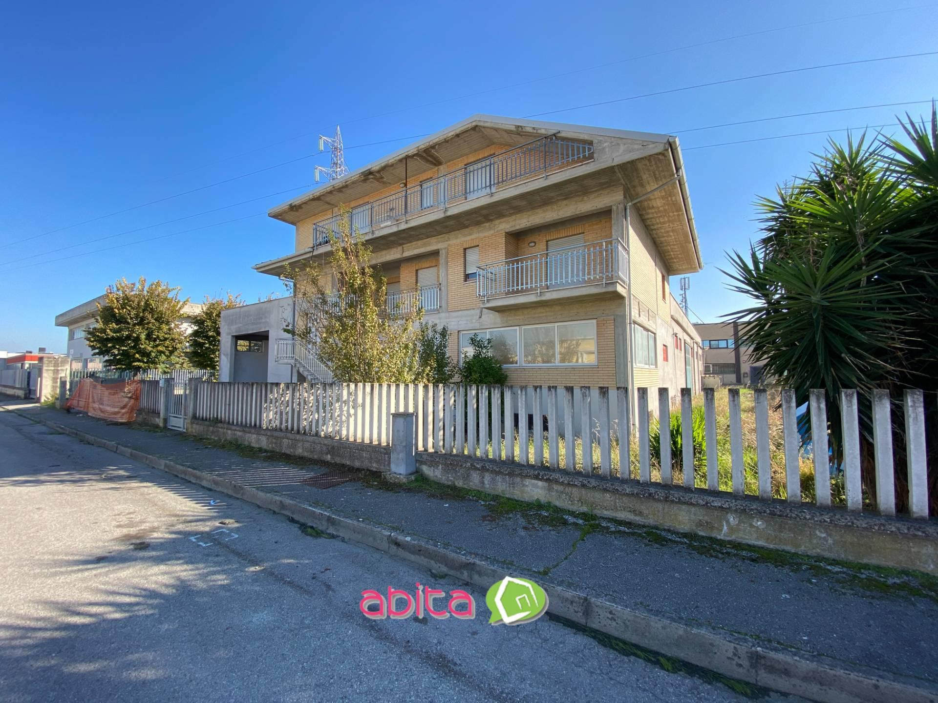 Capannone in vendita a Spinetoli, 9999 locali, zona Località: PagliaredelTronto, prezzo € 250.000 | CambioCasa.it