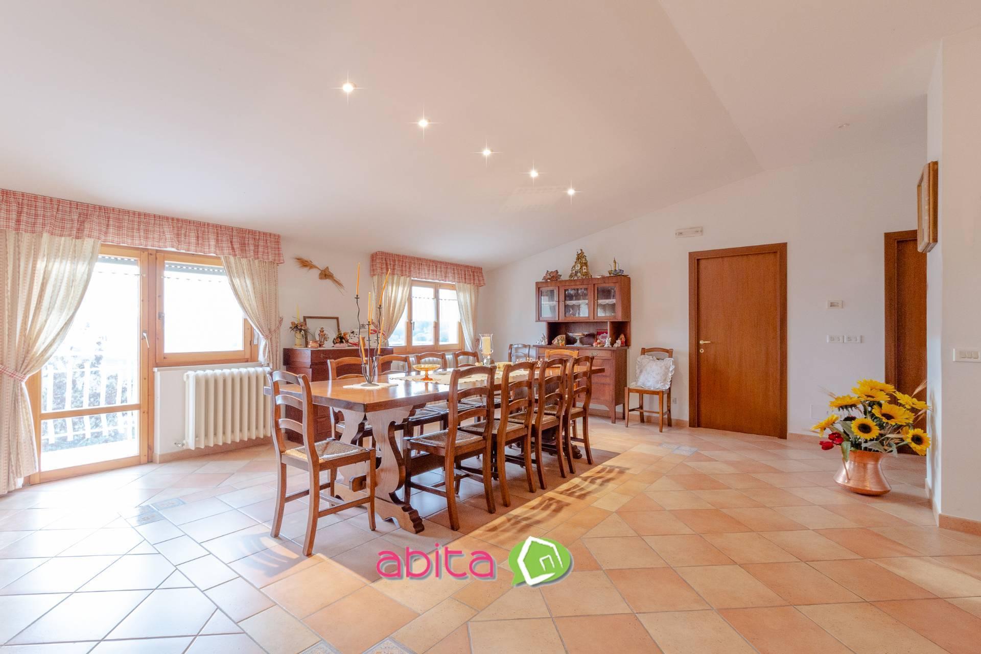 Appartamento in vendita a Spinetoli, 9 locali, prezzo € 195.000   CambioCasa.it