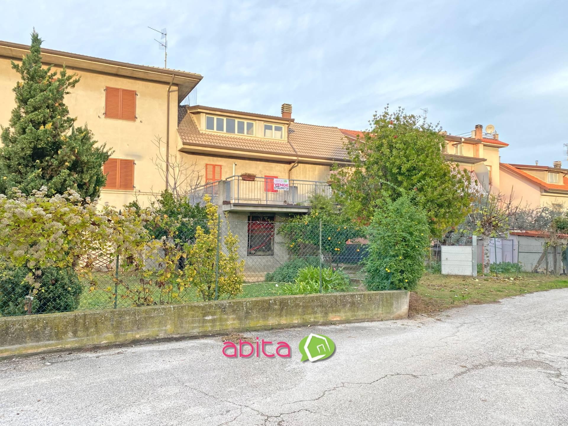 Soluzione Indipendente in vendita a Spinetoli, 10 locali, zona Località: PagliaredelTronto, prezzo € 149.000   CambioCasa.it