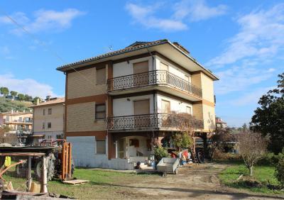 Stabile / Palazzo in Vendita a Colli del Tronto