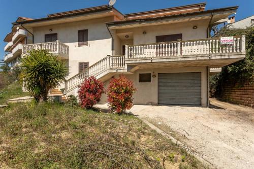 Villa in Vendita a Castorano