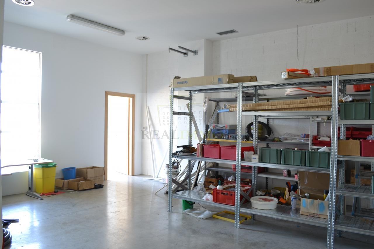 Magazzino in vendita a Bolzano, 9999 locali, zona Zona: Periferia, prezzo € 150.000 | Cambio Casa.it