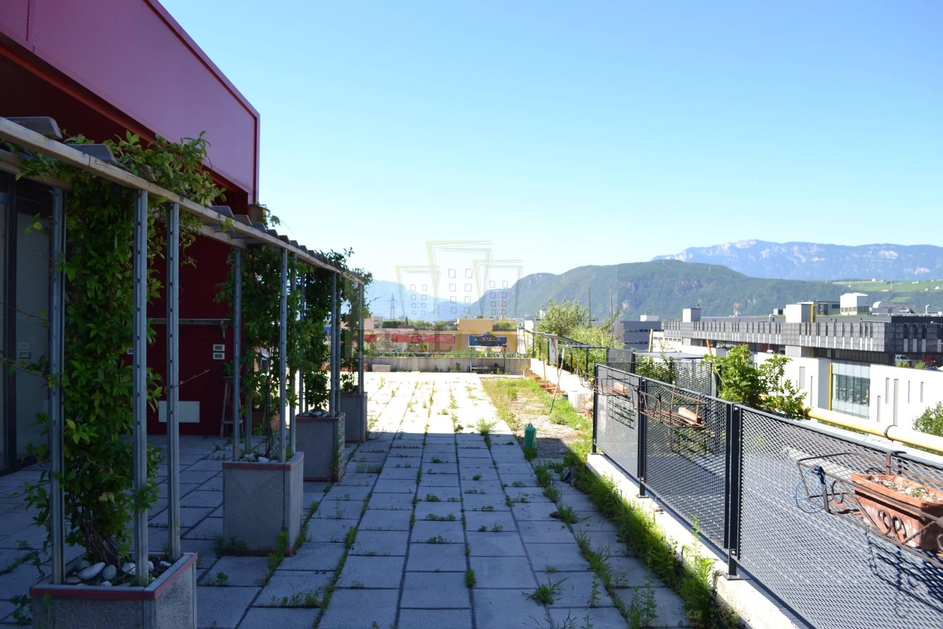 Magazzino in vendita a Bolzano, 9999 locali, zona Zona: Periferia, prezzo € 439.000 | Cambio Casa.it