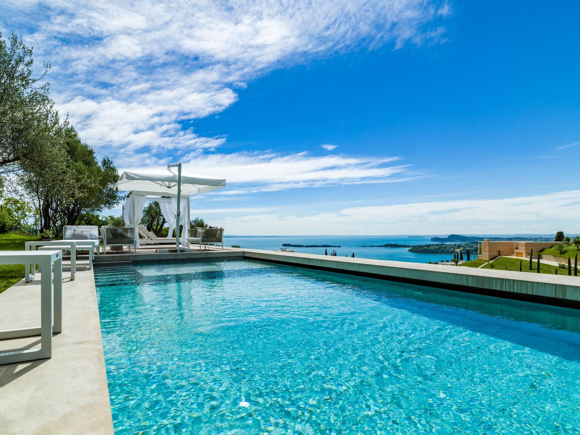 Residential complex to Gardone Riviera