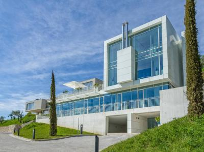 Villa to Sale in Gardone Riviera
