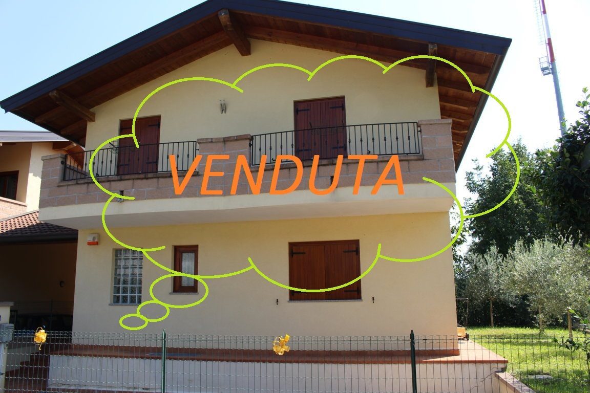 Soluzione Indipendente in vendita a Ronchi dei Legionari, 8 locali, prezzo € 250.000 | Cambio Casa.it