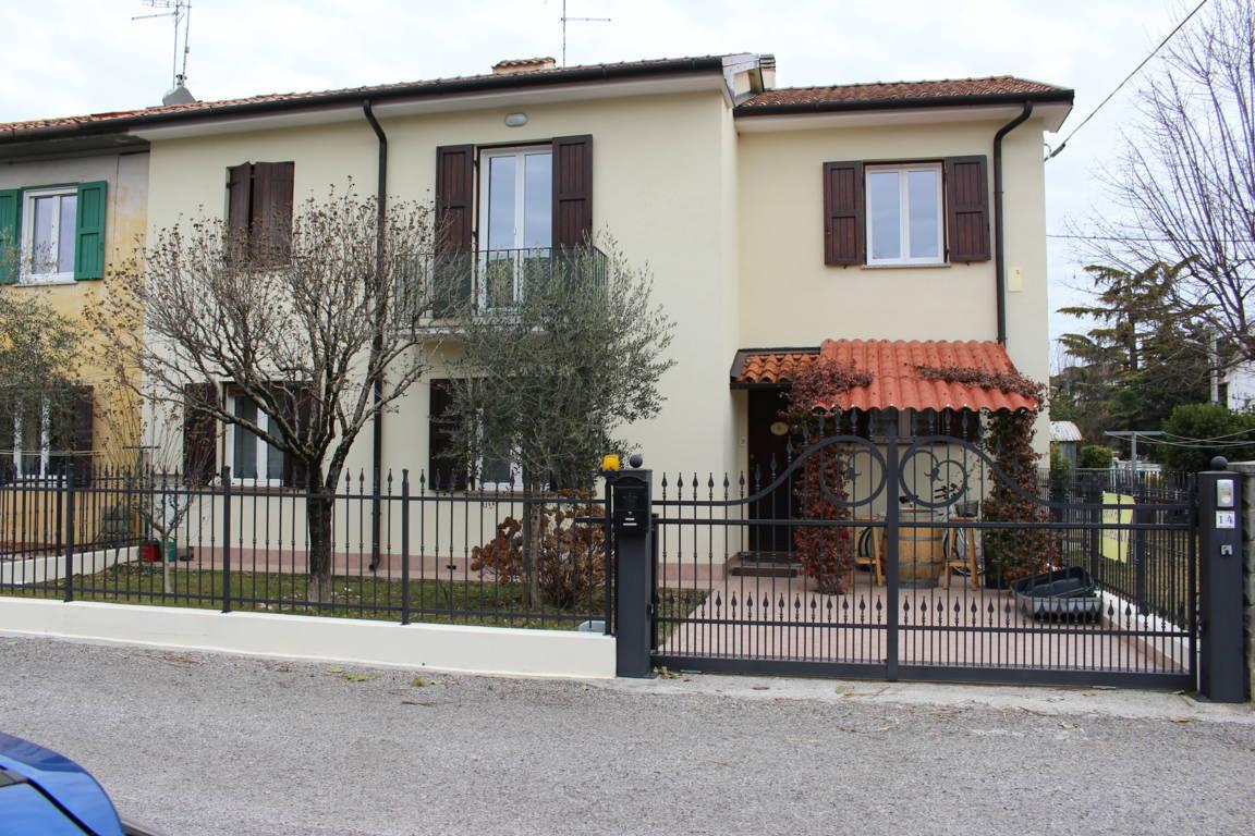 Agriturismo in vendita a Ronchi dei Legionari, 5 locali, prezzo € 123.000 | Cambio Casa.it