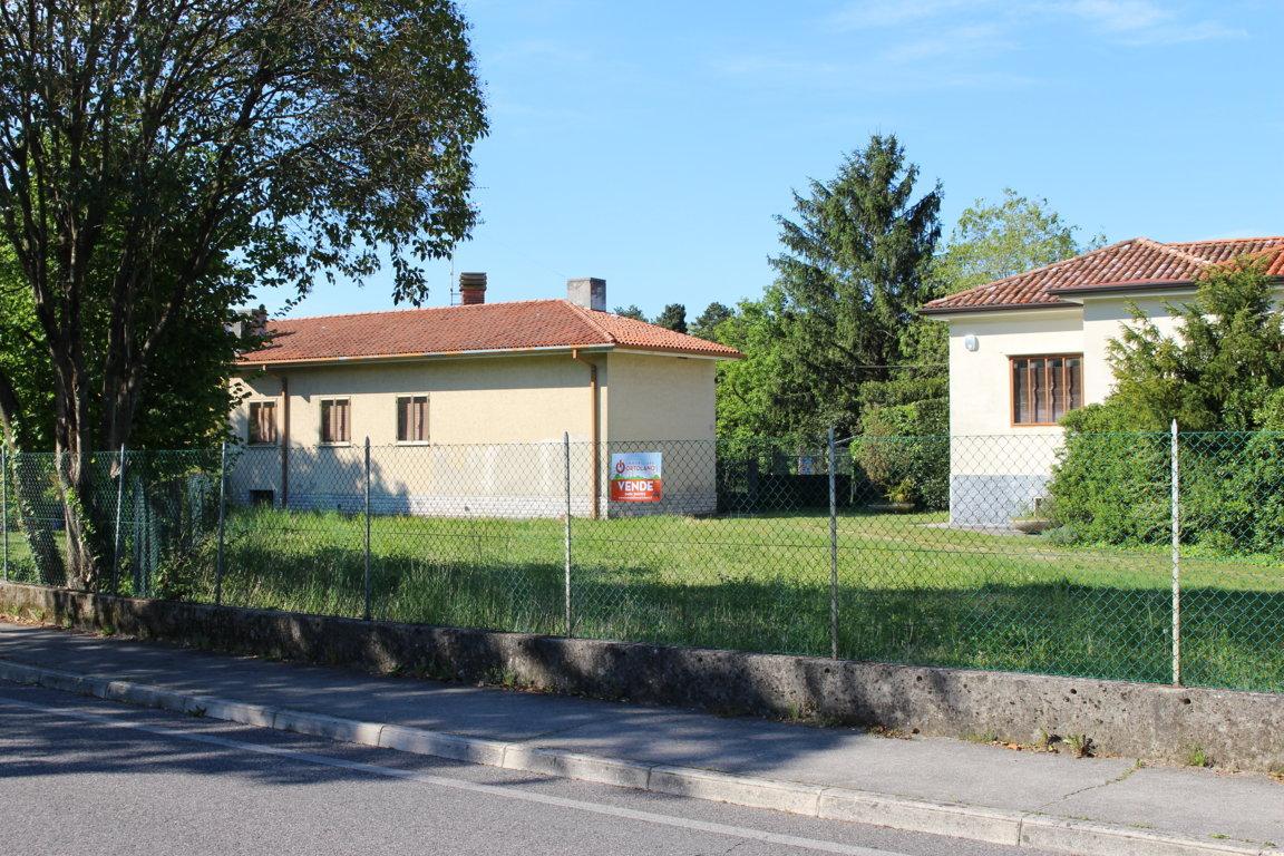 Agriturismo in vendita a Ronchi dei Legionari, 4 locali, zona Zona: Vermegliano, prezzo € 180.000 | Cambio Casa.it