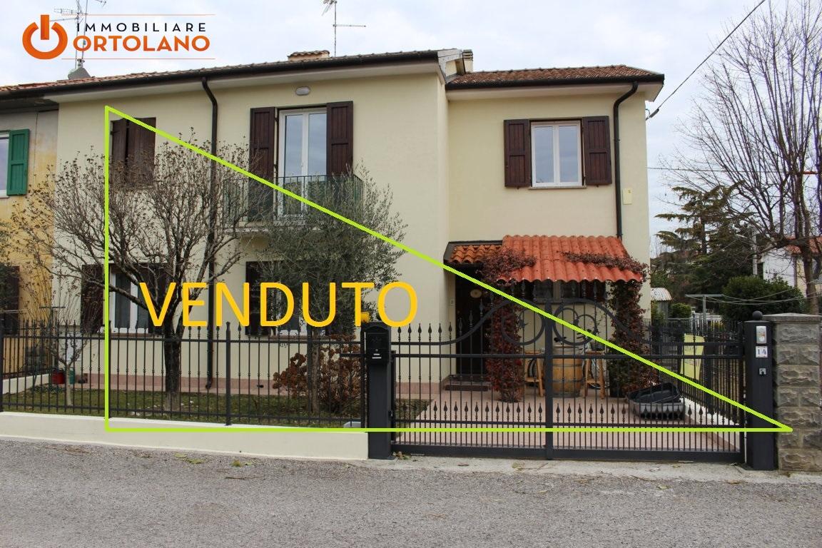 Agriturismo in vendita a Ronchi dei Legionari, 5 locali, prezzo € 123.000   Cambio Casa.it