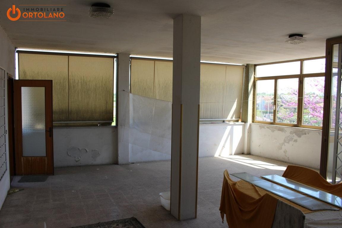 Appartamento in vendita a Fiumicello, 5 locali, zona Zona: Papariano, prezzo € 75.000 | CambioCasa.it