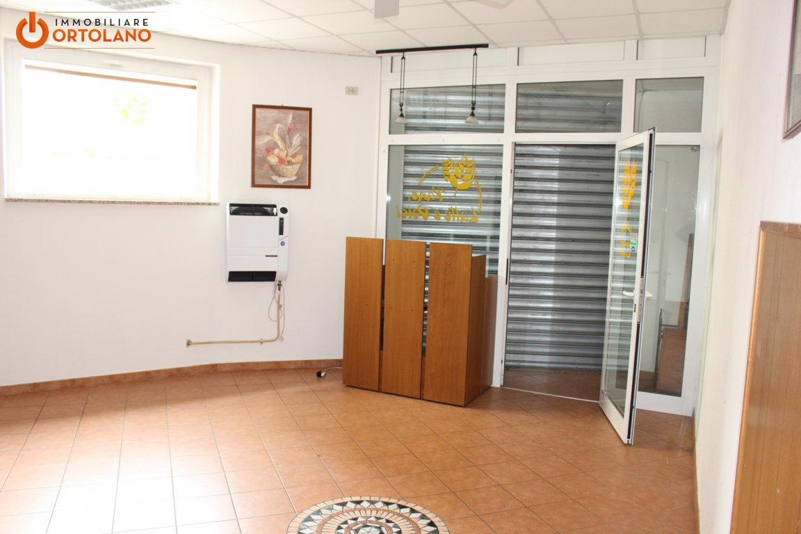 Negozio / Locale in affitto a Monfalcone, 9999 locali, prezzo € 380 | CambioCasa.it