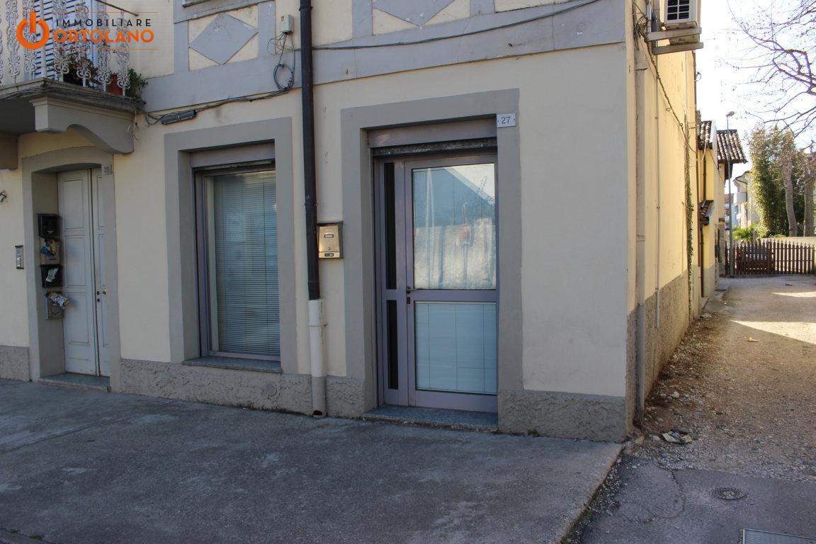 Negozio / Locale in affitto a Ronchi dei Legionari, 9999 locali, prezzo € 450 | CambioCasa.it