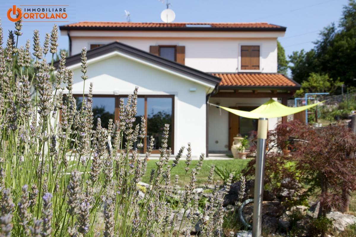 Villa in vendita a Duino-Aurisina, 10 locali, zona Zona: Medeazza, prezzo € 390.000   CambioCasa.it