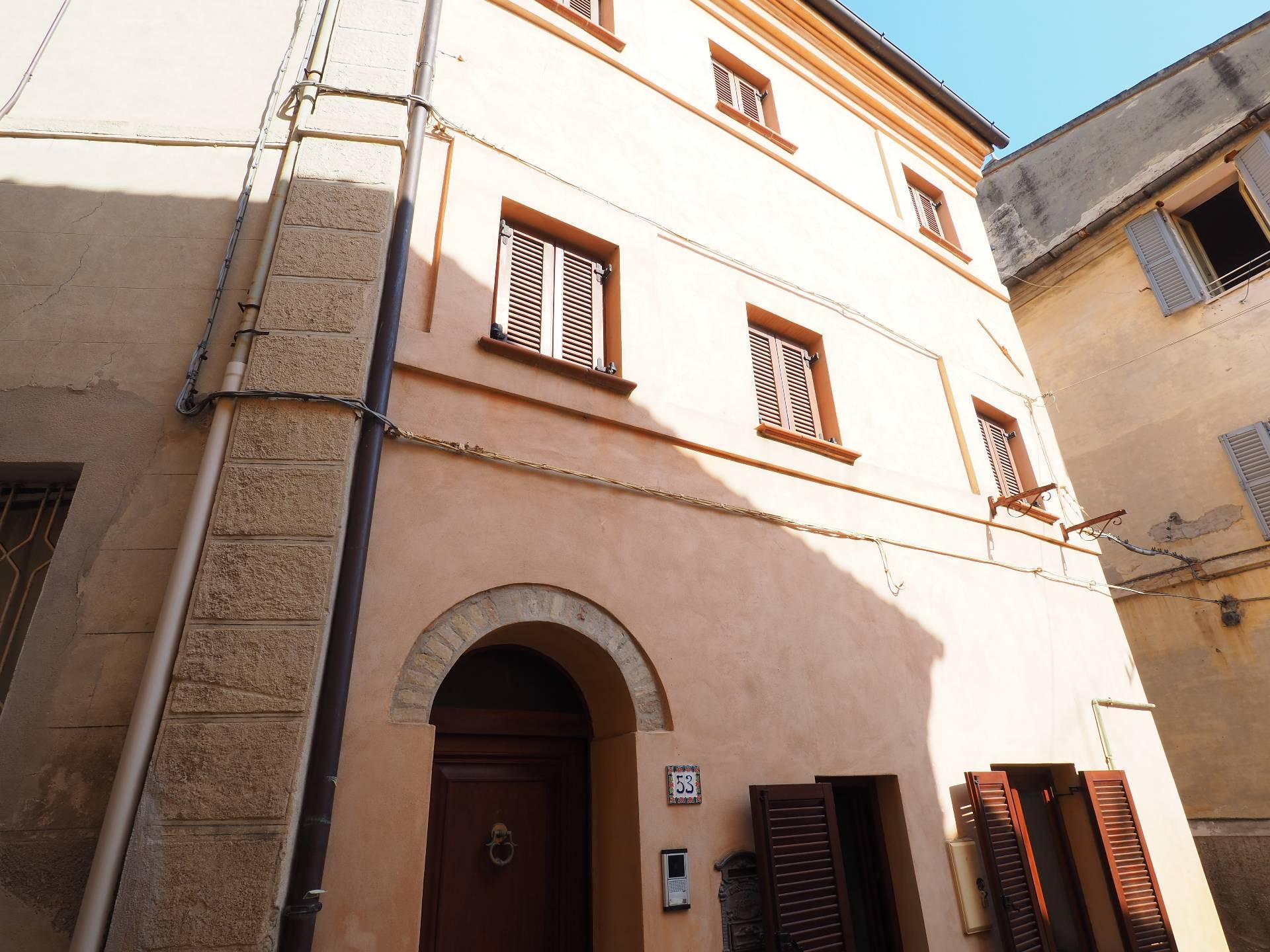 Soluzione Indipendente in vendita a Monte San Giusto, 6 locali, prezzo € 79.000 | Cambio Casa.it